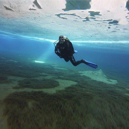 Bautismo de buceo bajo hielo en Piau Engaly – Altos Pirineos