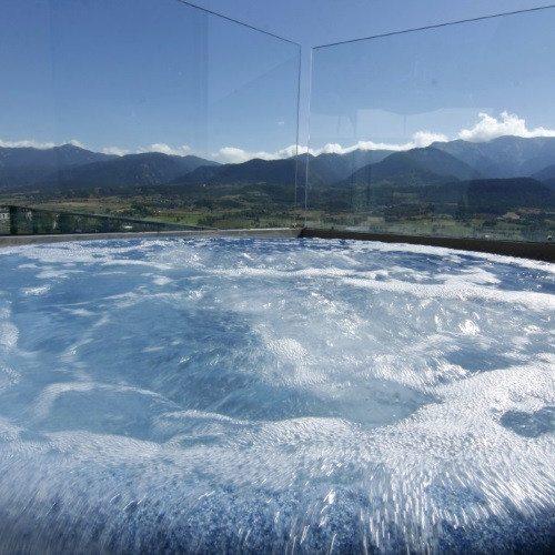 Circuito spa panorámico con vistas a la Sierra del Cadí
