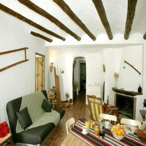 Escapada Romántica en casa Cueva con botella de vino - Granada