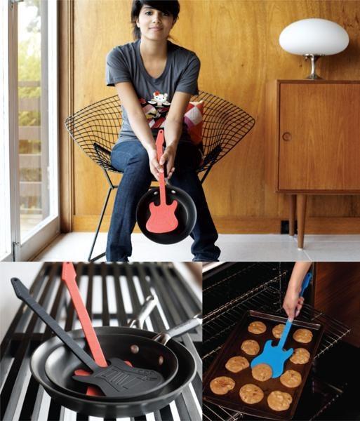 """Espátula """"Guitarra"""" para los cocineros más roqueros - roja"""