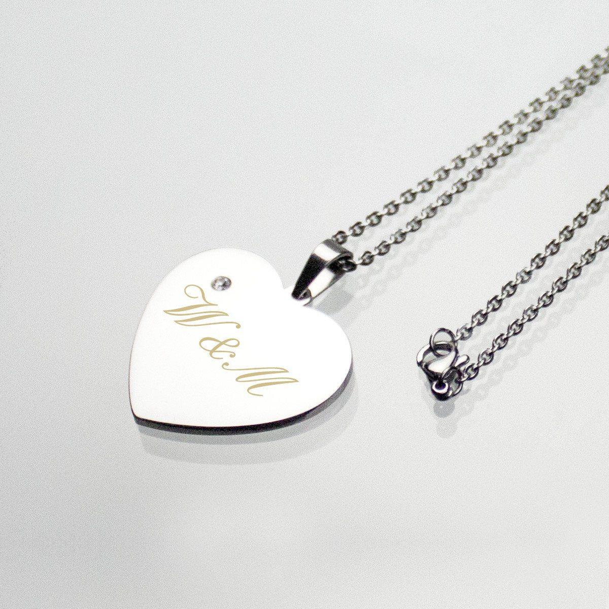 Halskette mit silbernem Herzanhänger und Schmuckstein
