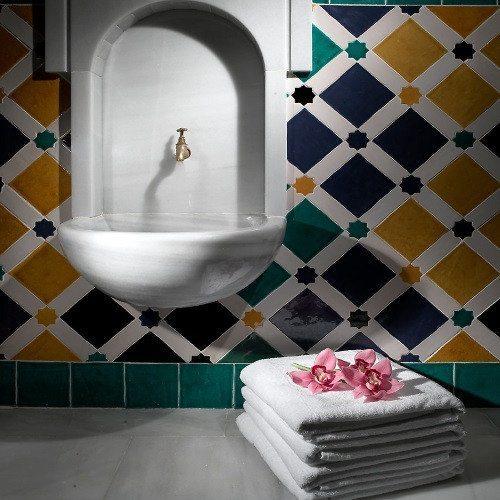 Hotel**** con baño árabe, masajes y kit romántico - Granada