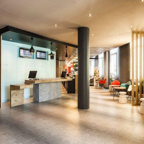 Hotel y Conducción por carretera de Ferrari o Lamborghini - Sevilla