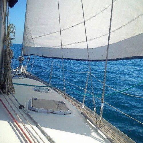 Navegación, baño y aperitivo en el mar - Barcelona