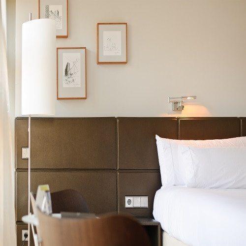 Noche en Hotel de Lujo y conducción deportivo - Zaragoza