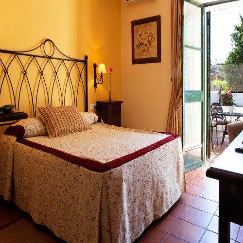 Noche en Hotel*** en la Sierra de Cádiz y Paseo en Piragüa - Cádiz