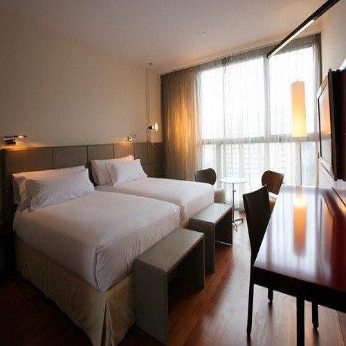 Noche en Hotel***** y conducción Mustang GT - Zaragoza
