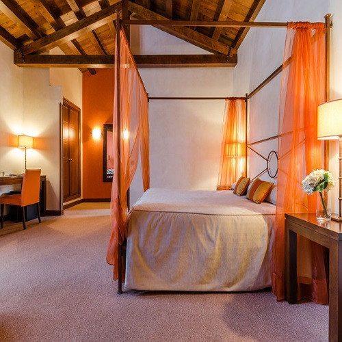 Noche Romántica en Hotel 4* con botella de cava - Segovia