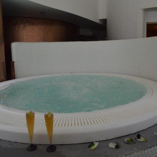 Spa, masaje, kit romántico y paseo en moto - Granada