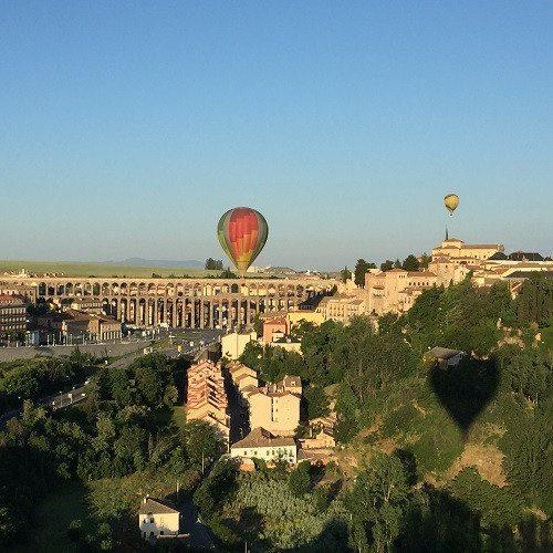 Vuelo en globo con desayuno, almuerzo y cava - Segovia