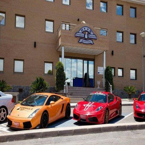 Hotel y conducción por carretera de Ferrar o Lamborghini - Valencia
