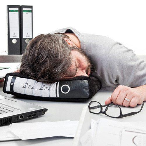 Almohada de oficina para siestas de incógnito