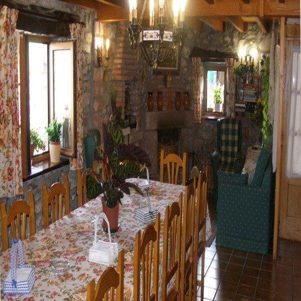 Noche en Posada rural, cena y paseo a caballo - Cantabria