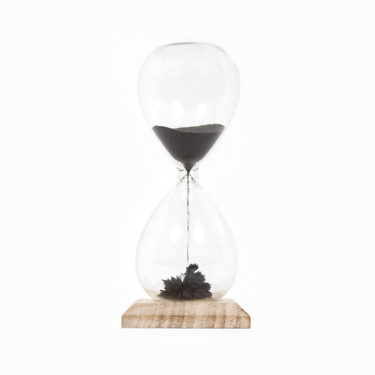 El increíble reloj de arena magnético
