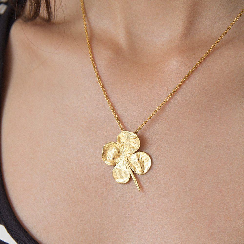 Trébol real de 4 hojas bañado en oro de 24 kt con cadena