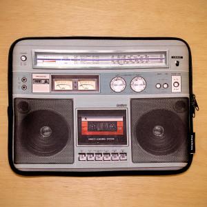 "Funda de ordenador portátil ""Radiocassete retro"""