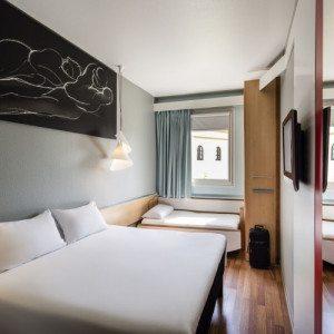 Noche de Hotel y Ruta en Ferrari o Lamborghini - Sevilla