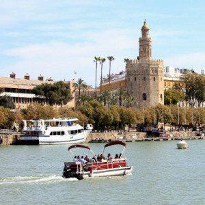 Paseo en Barco con cena romántica y champagne - Sevilla