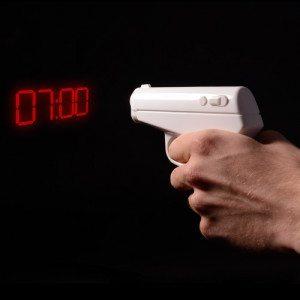 Despertador pistola - ¡Manos arriba madrugador!