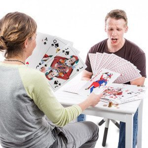Cartas de juego gigantes para grandes y pequeños