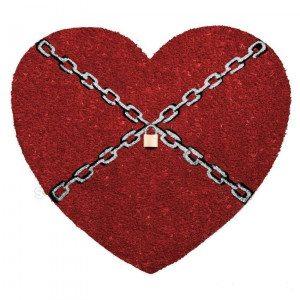 Felpudo corazón encadenado con candado para pasar la vida juntos