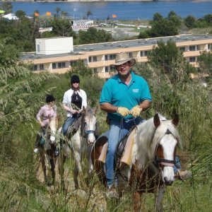 Ruta a caballo y visita a granja - Mallorca