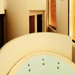 Spa, masaje, kit romántico y cava para dos - Granada