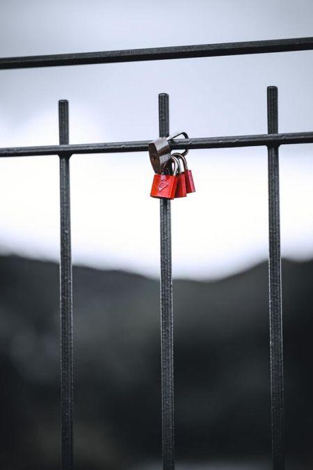Amor Castillo barandilla del puente tradición del Día de San Valentín Italia